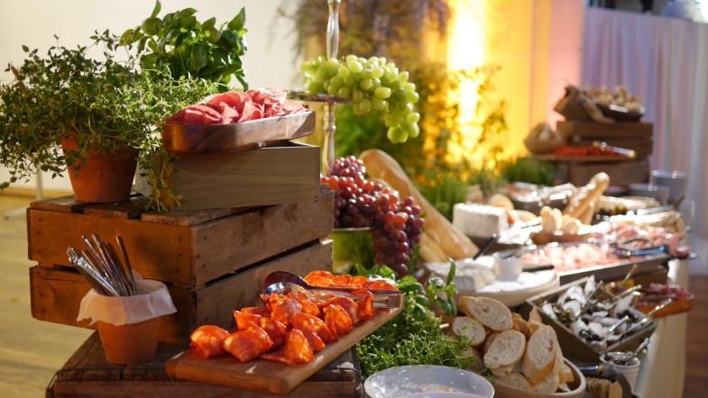 How to create rustic and woodland themed weddings and events